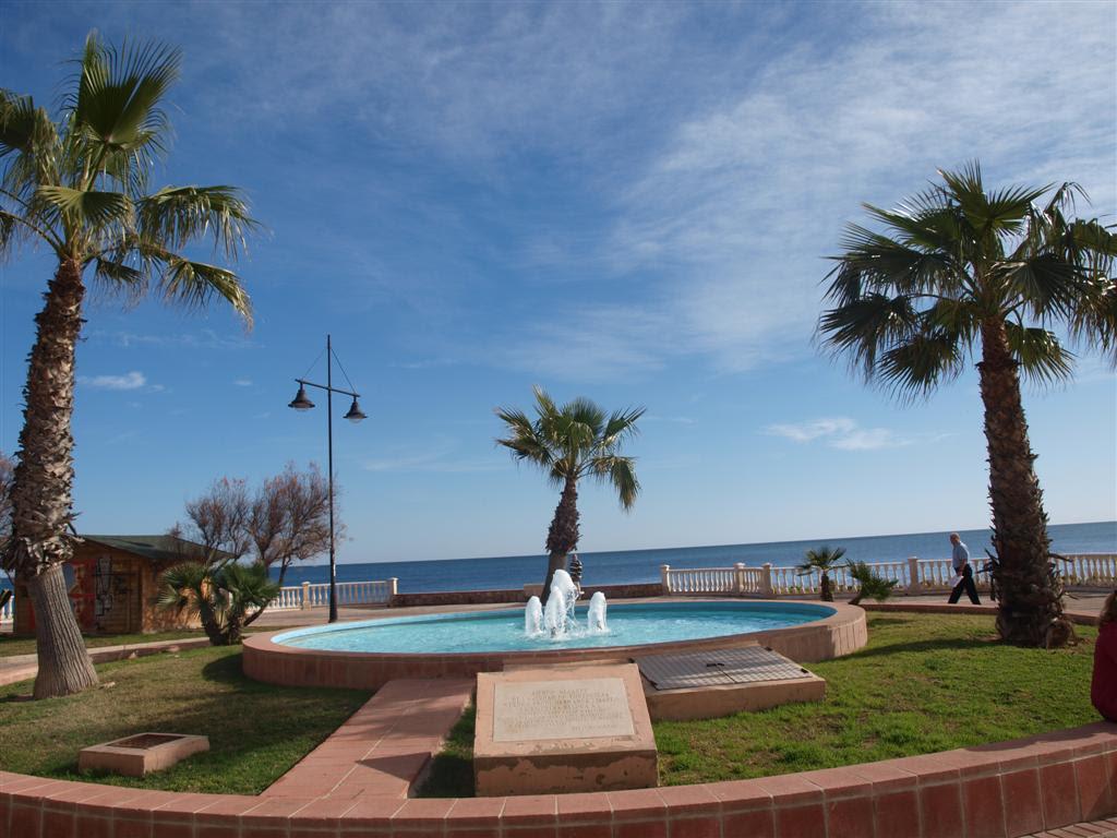 Продается элитная квартира на первой линии моря в Торревьехе.