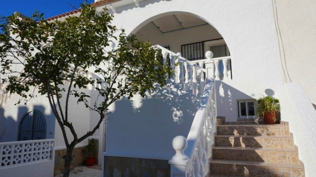 Mooie volledig gerenoveerde bungalow in Villamartin, Orihuela Costa.