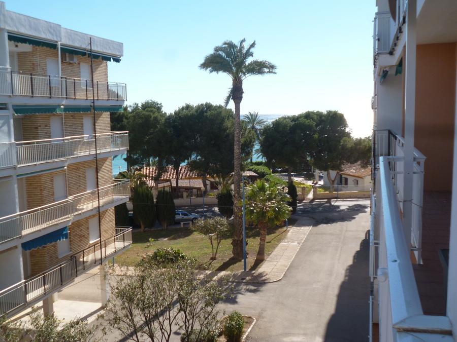 Продается просторная  отремонтированная квартира на пляже Пунта Прима, Ориуэла Коста.