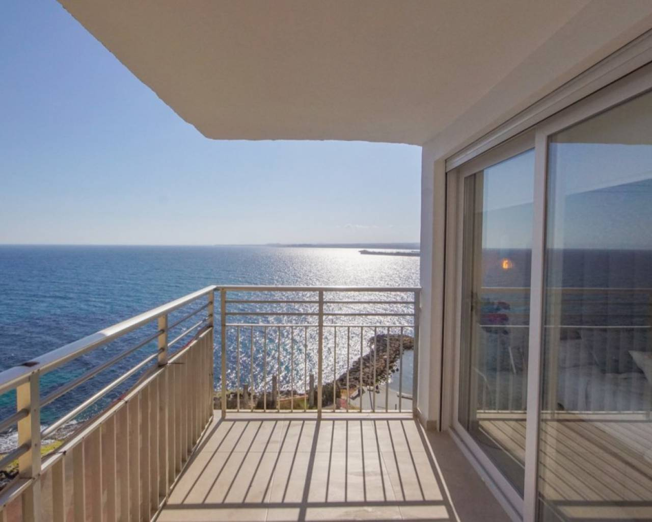 Incredibly unique renovated apartment with frontal sea view for sale on the beach of Playa del Cura in Torrevieja.