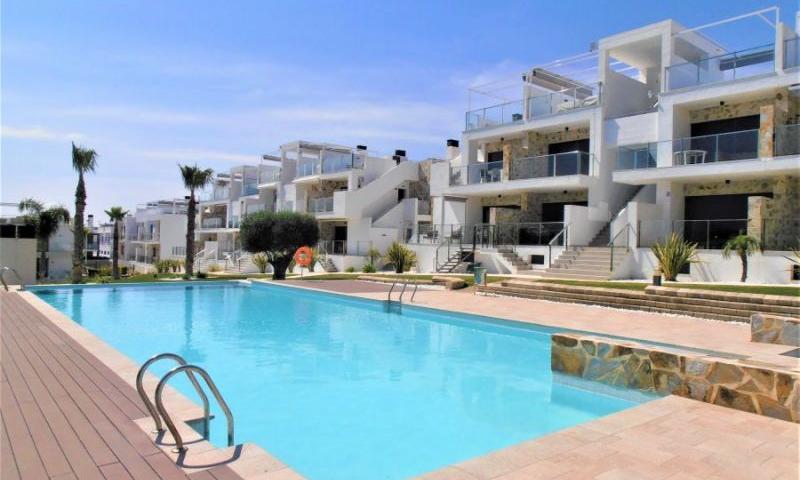 Продается новая квартира с современным дизайном с видом на бассейн в Пунта Прима
