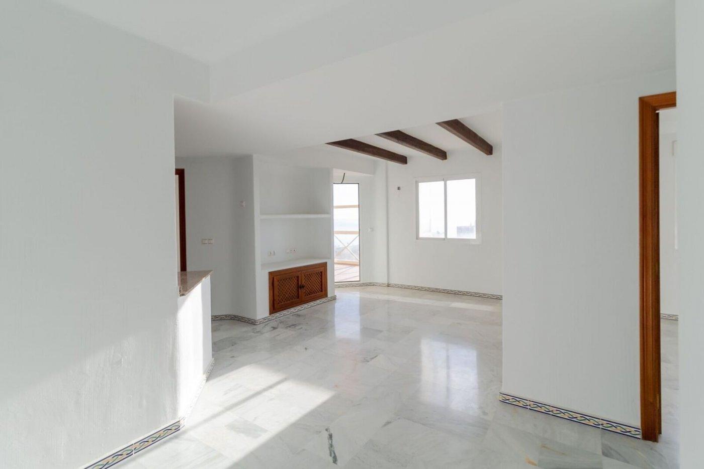 Продаётся очаровательная средиземноморская квартира с видом на море в Плайя де лос Локос