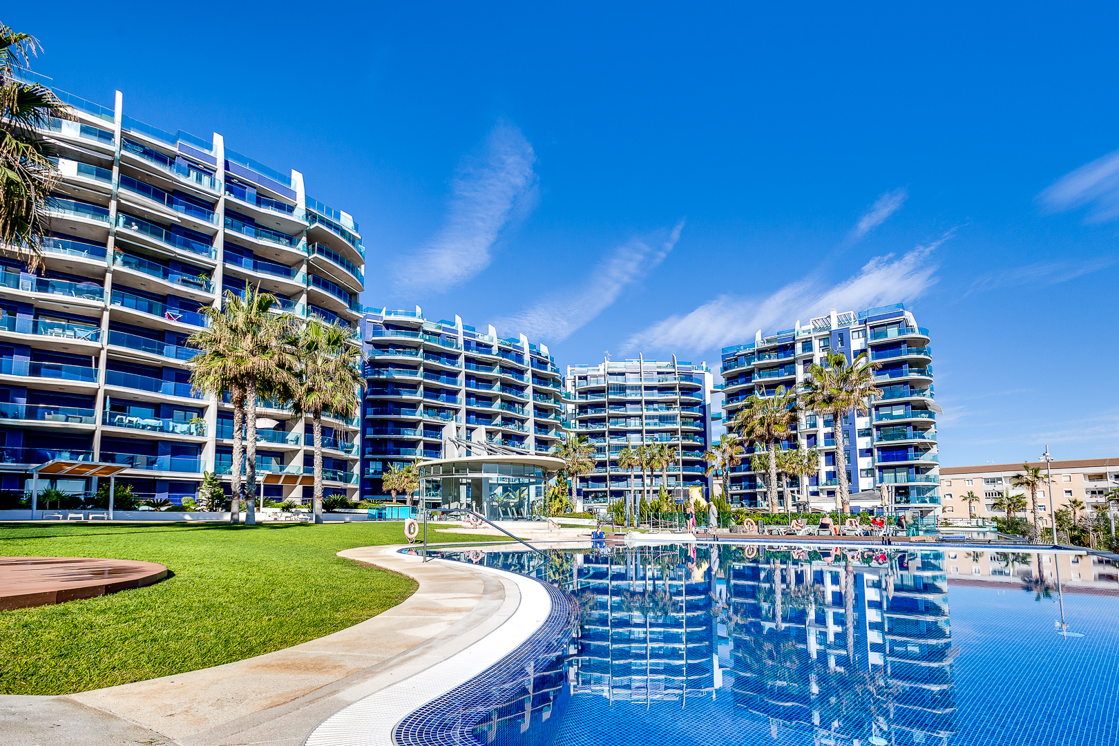 Modern apartment with sea views for sale in a resort less than 100m from the beach in Punta Prima, Torrevieja.