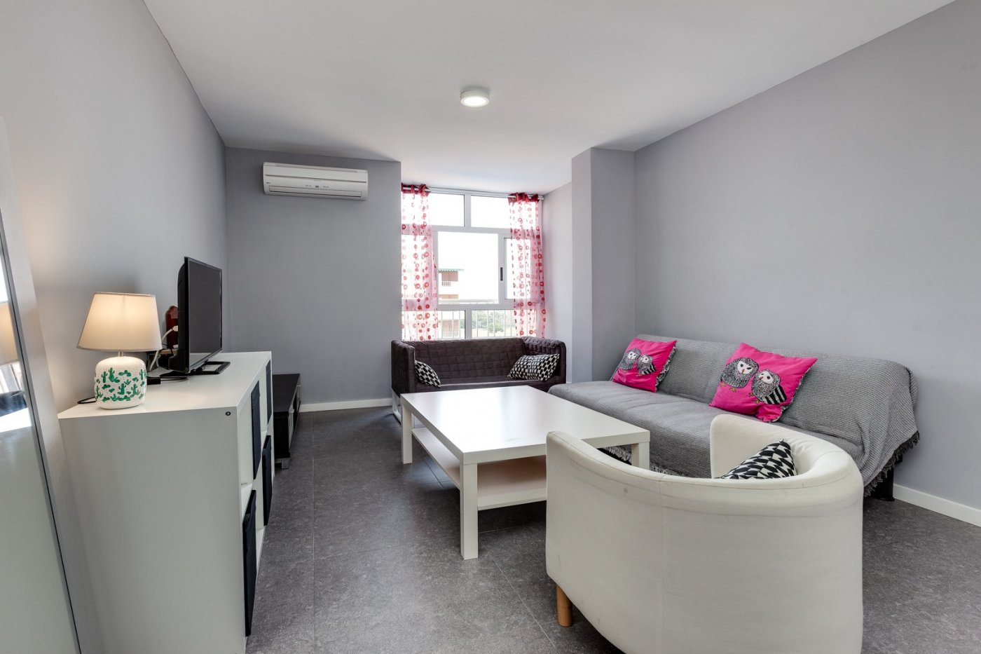 Volledig gerenoveerd appartement te koop bij het strand van Punta Prima, Orihuela Costa.