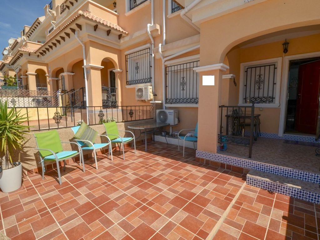 Well-maintained townhouse for sale in the popular area of Villamartin, Orihuela Costa.