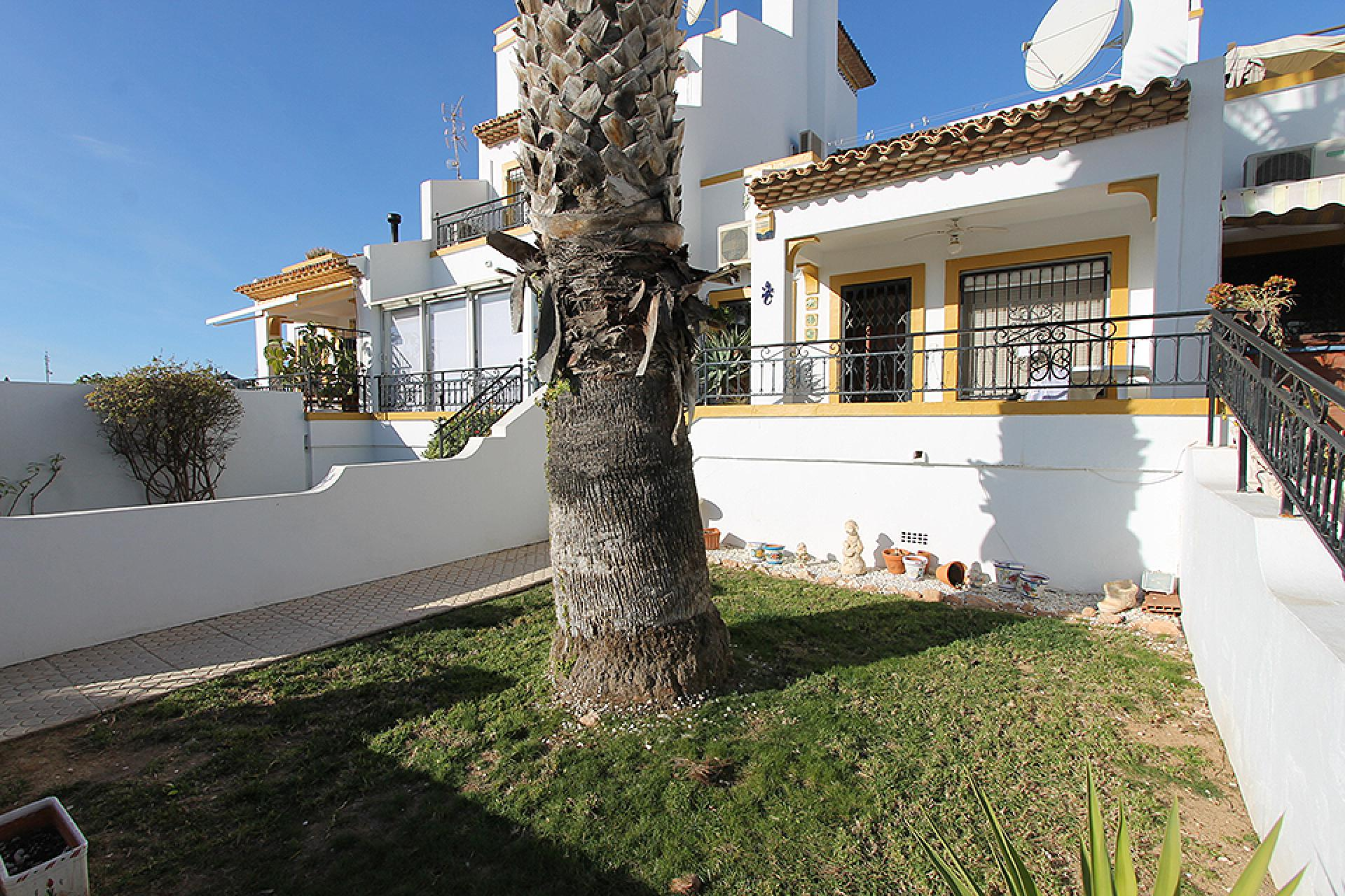 Townhouse in mediterranean style for sale at the golf course of Villamartin, Orihuela Costa.