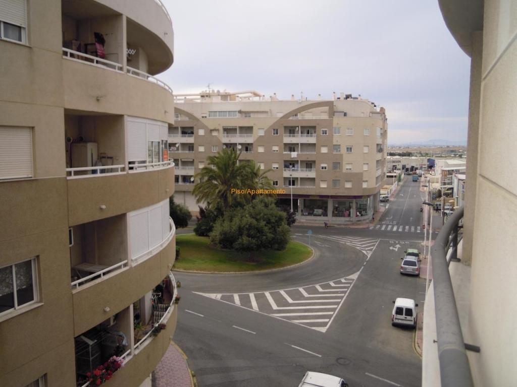 Ruim vakantie appartement te koop bij het stadscentrum en de stranden in Torrevieja.