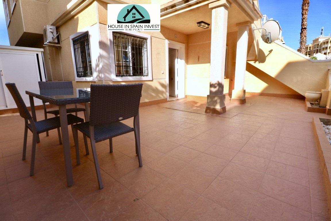 Gerenoveerde benedenwoning te koop in een mooi complex tussen La Mata en Torrevieja.