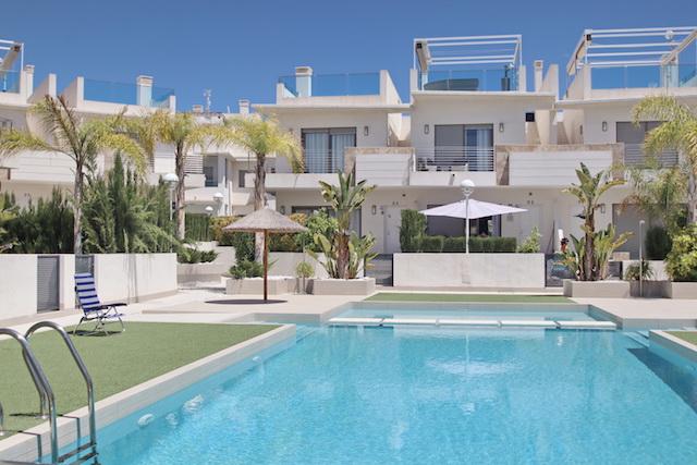 Semi-detached modern townhouse for sale in Doña Pepe resort in Ciudad Quesada, Alicante.