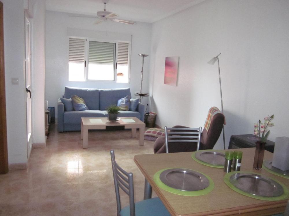 Verzorgd en ruim appartement te koop bij het stadscentrum van Torrevieja.