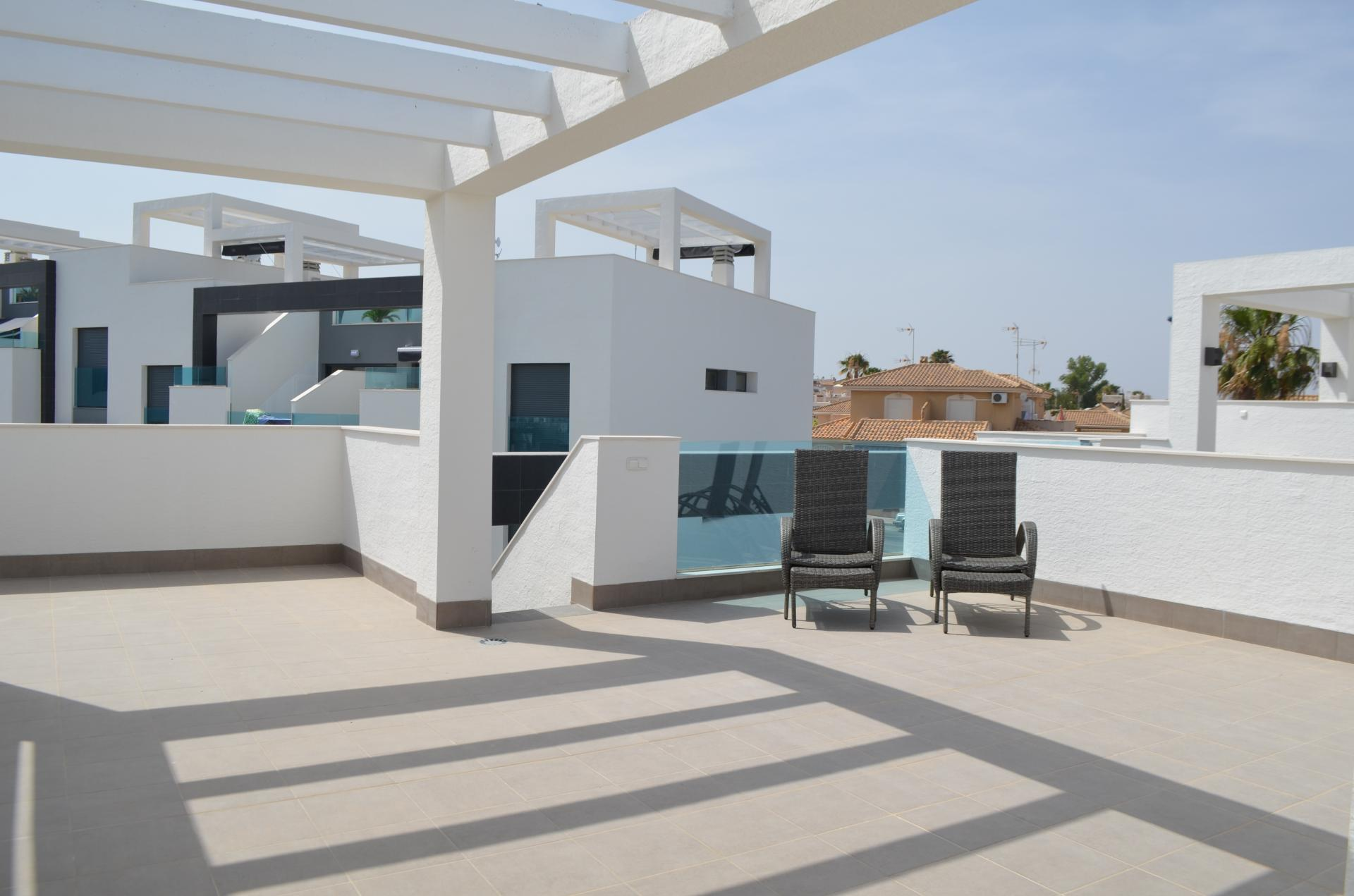 Beautiful as good as new penthouse for sale located in a beautiful complex in Punta Prima, Torrevieja.