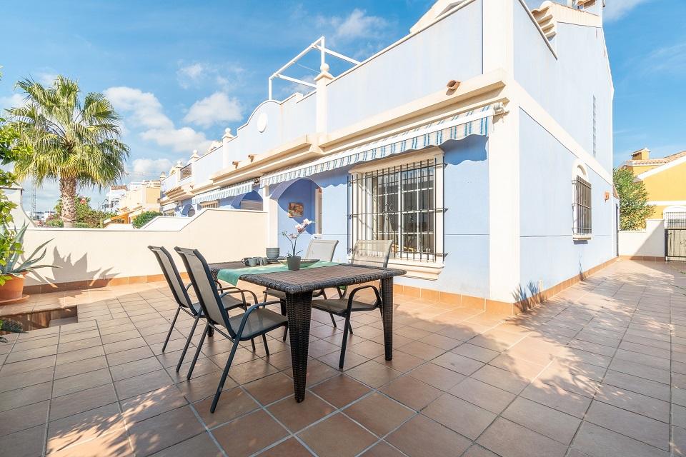 Cosy 3 bedroom townhouse for sale in Lomas de Cabo Roig, Orihuela Costa.