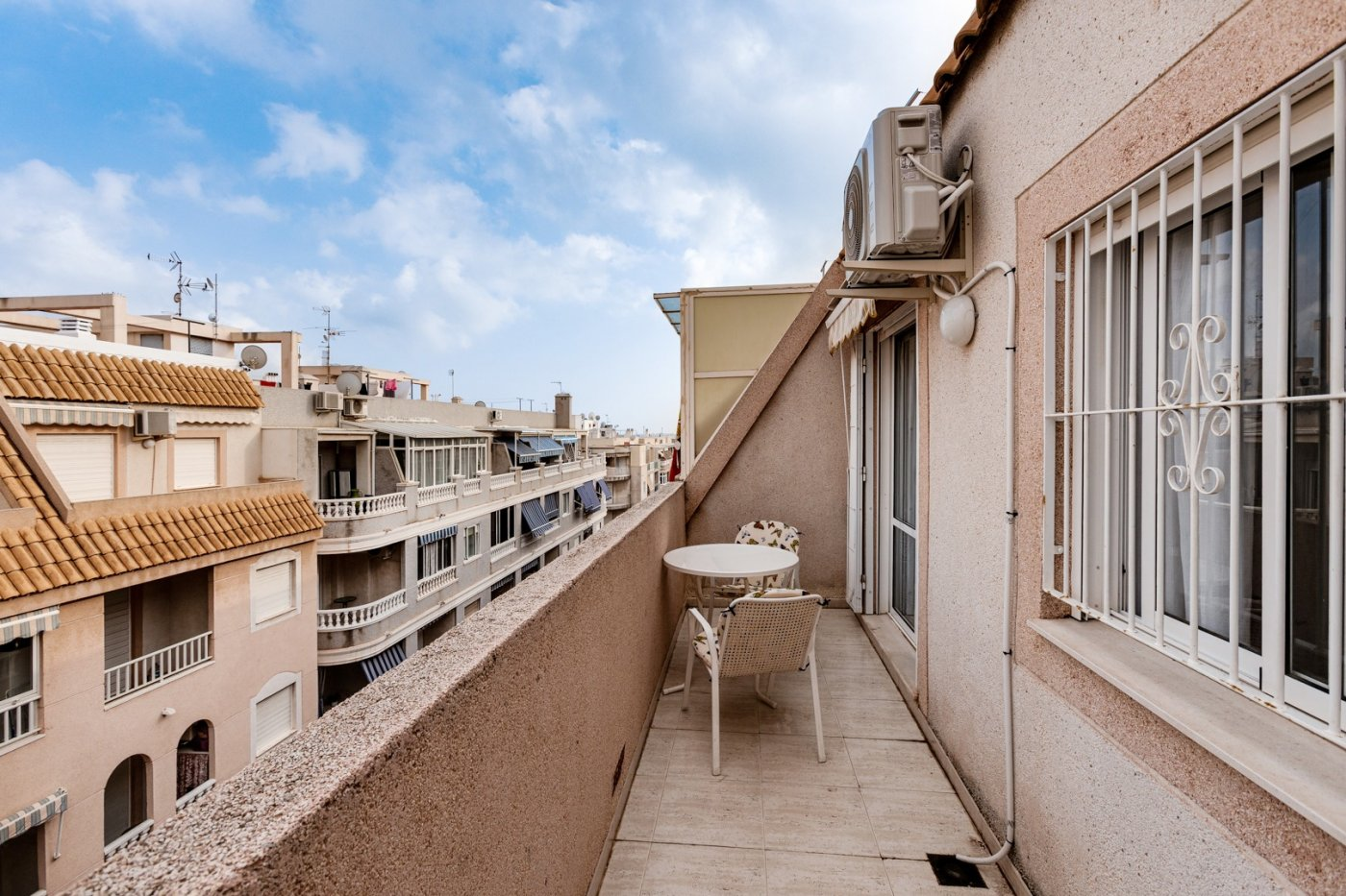 Great penthouse for sale with pool near the beach Del Cura in Torrevieja.
