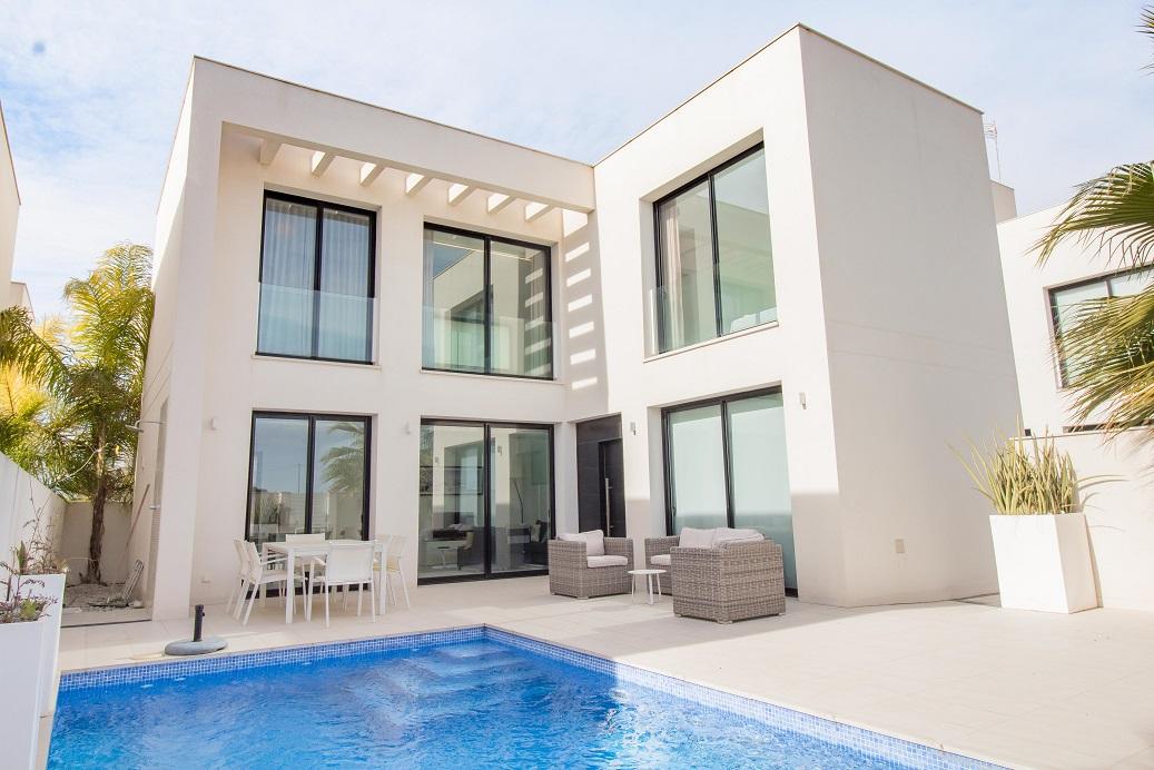 Moderne villa te koop in Doña Pepa in Ciudad Quesada bij Torrevieja.