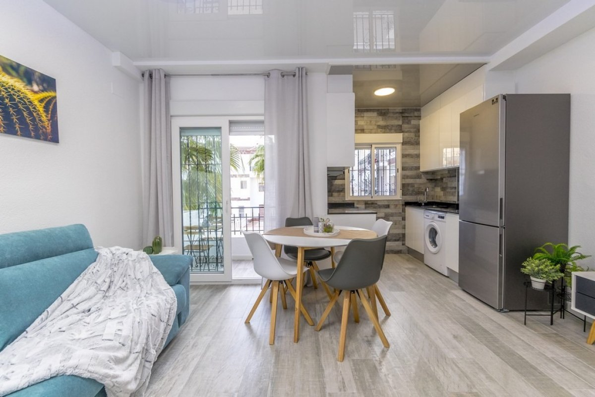 Recently renovated apartment for sale within walking distance to the beach in Punta Prima, Torrevieja.