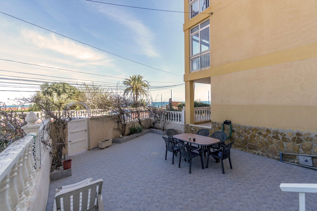 Renovated ground floor apartment for sale on the beachside in Punta Prima, Torrevieja.