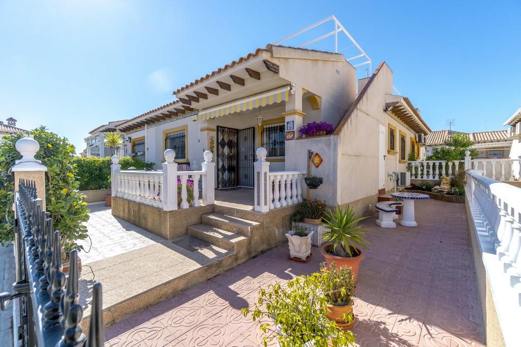 Semi-detached house on one floor for sale near La Zenia Boulevard, Orihuela Costa.