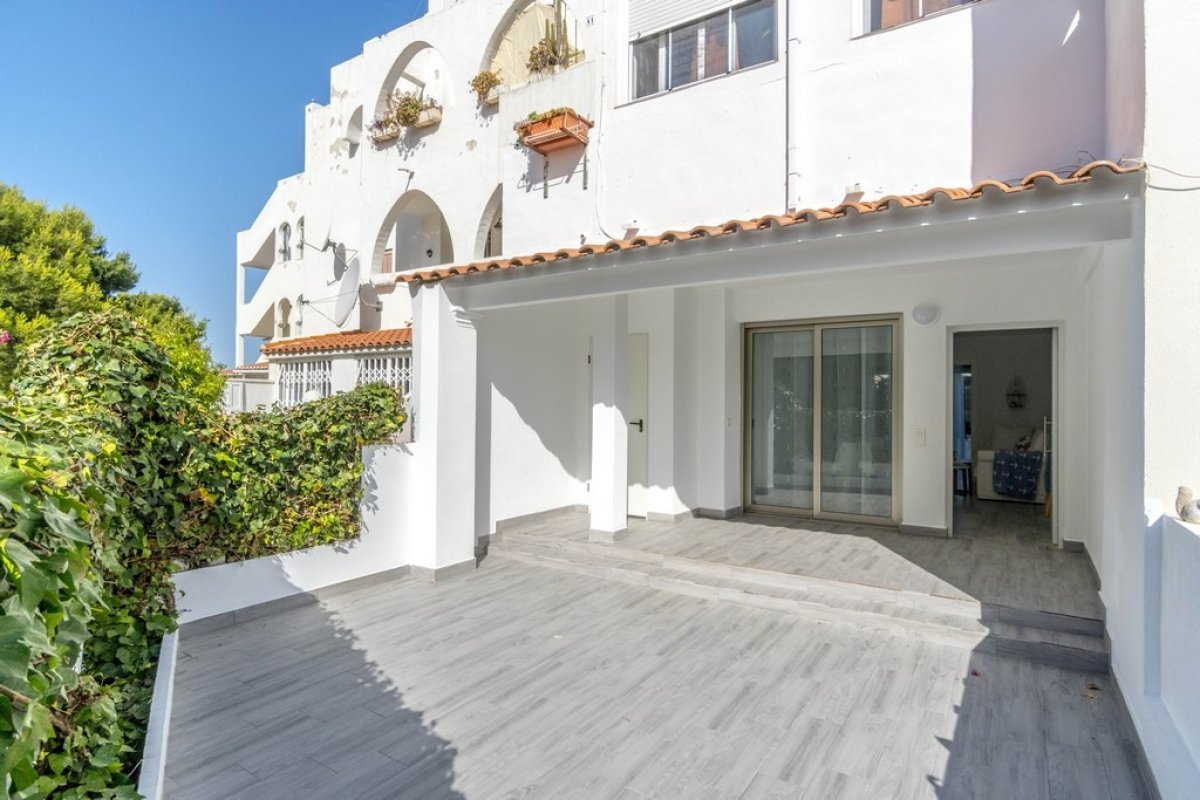 Renovated south facing ground floor apartment for sale near the beach in La Zenia, Orihuela Costa.