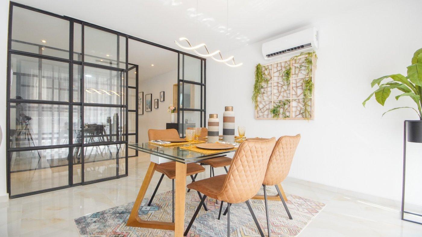 Luxueus gerenoveerd appartement te koop in het centrum van Torrevieja op wandelafstand naar de zee.