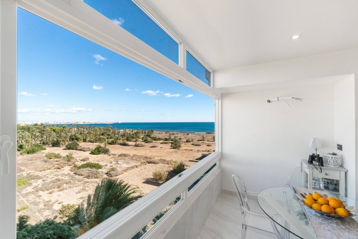 Fully refurbished apartment for sale near the beach of Punta Prima, Torrevieja.