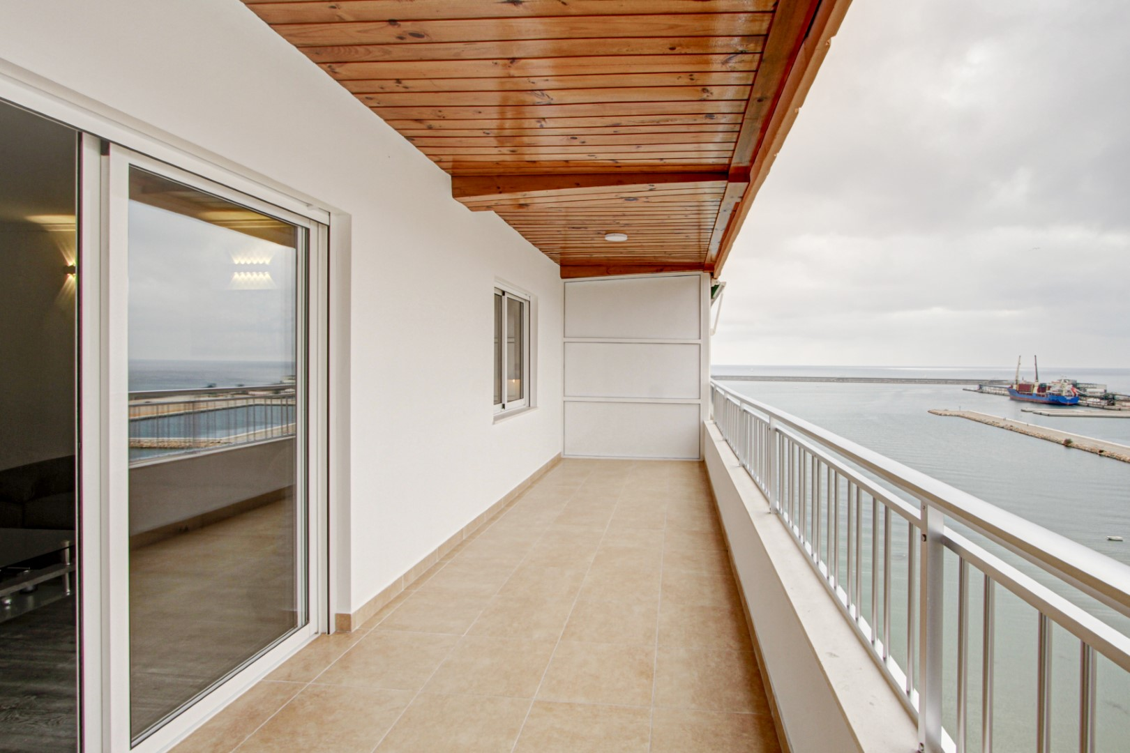 Completely renovated penthouse for sale at the beach of Playa del Acequión and the old port of Torrevieja.