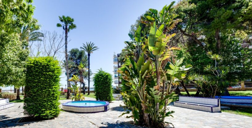 Spacious apartment for sale only 50 meters from the Acequión Beach in Torrevieja.