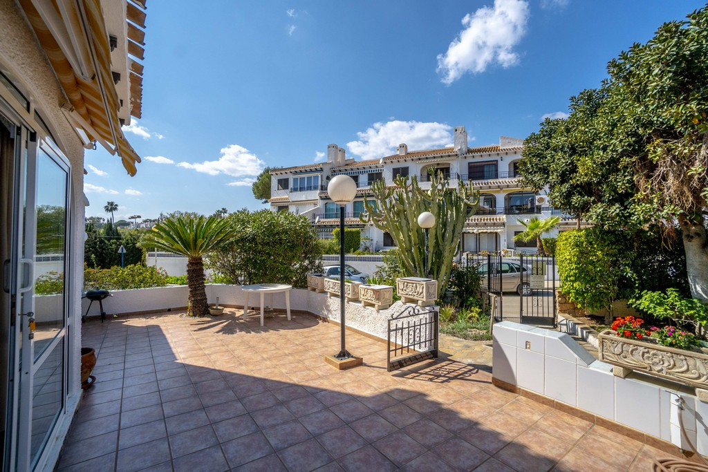Cozy groundfloor bungalow for sale at the beach Cala Capitan in Cabo Roig.