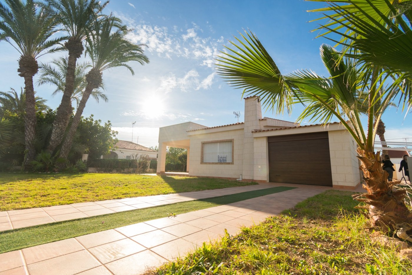 Contemporary villa for sale in an exclusive residential area of Torrevieja, Los Ángeles.