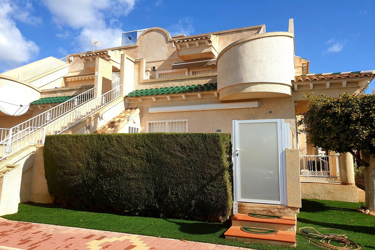 Beautiful south facing garden apartment for sale in the heart of Playa Flamenca.