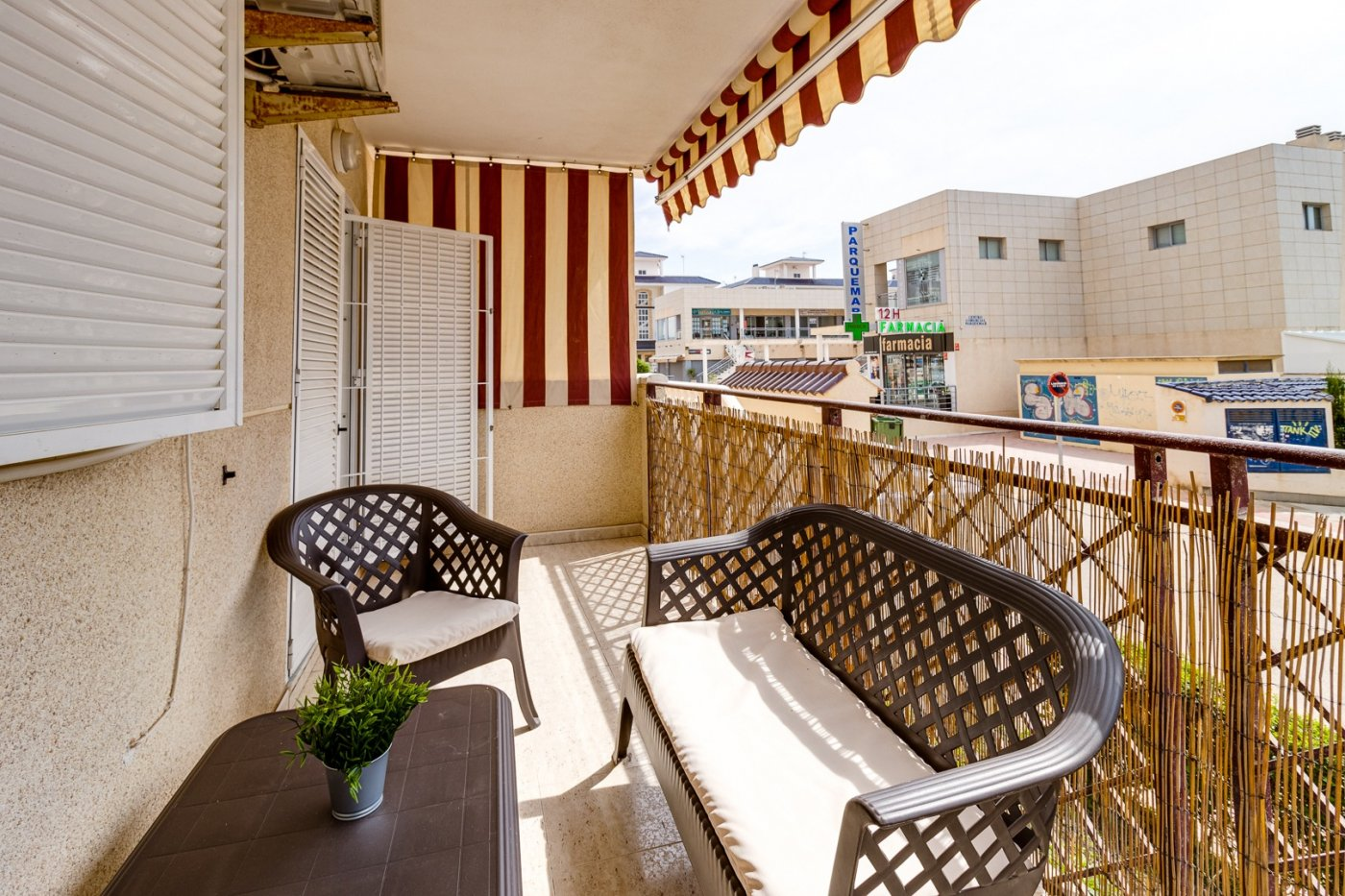 Well-kept 1 bedroom apartment for sale at the beach in La Mata, Torrevieja.