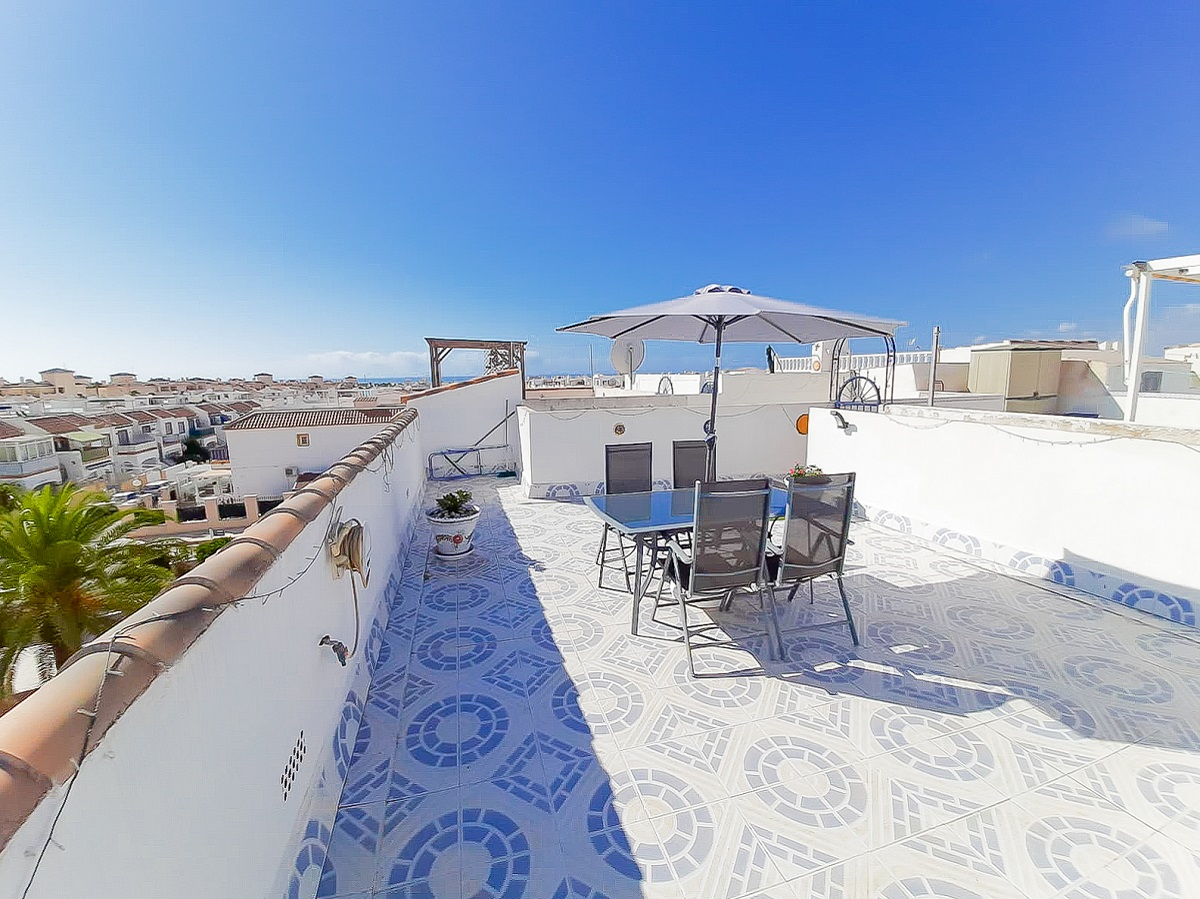 Bright upstairs corner apartment for sale with a sunny roof terrace in Playa Flamenca.