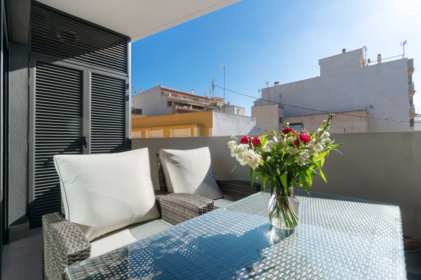 New key-ready apartment for sale near the promenade and beaches in Torrevieja.